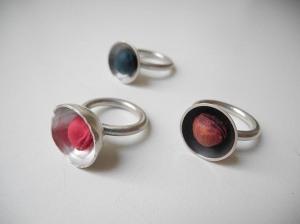 ringe, silber, gefärbte kirschkerne, foto haldis scheicher500